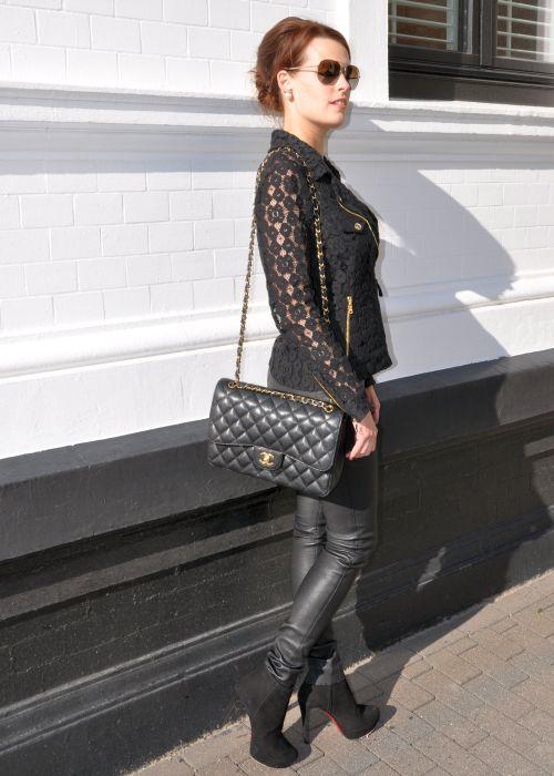 Moschino Jacke aus Spitze, schwarz, Modeblogger