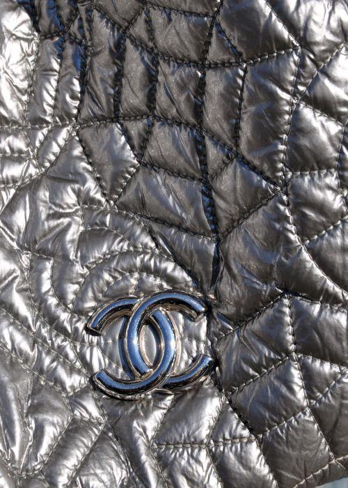 REBELLE, Chanel Tasche, silber