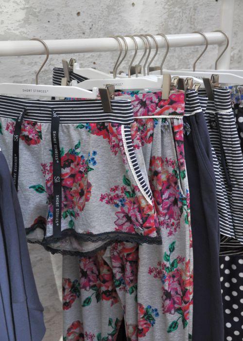 SHORT STORIES, BODY AND BEACH, Blüten Shorts, Flower Shorts