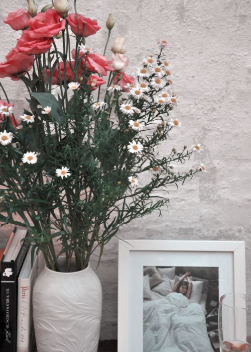 Short Stories, Body and Body, Flowers and Books