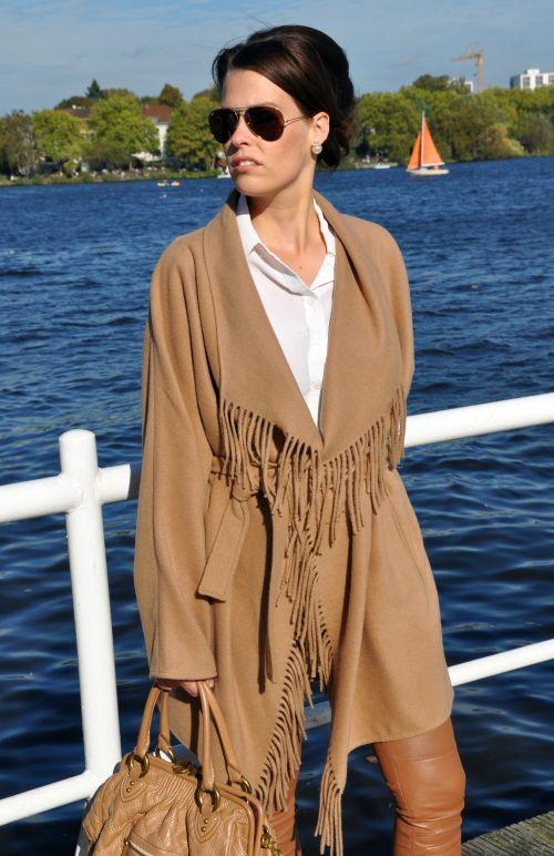 H&M Trend Camel-Mantel, Cape, Fransen, Fashionblogger Hamburg