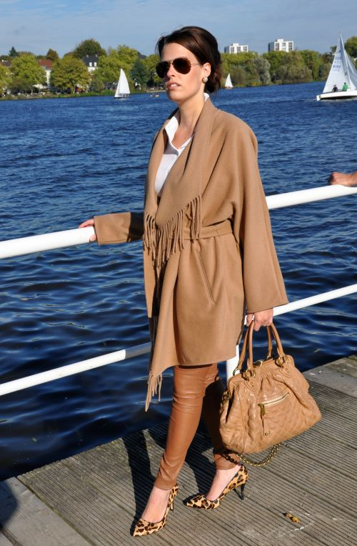 H&M Trend Camel-Mantel, Cape, Fransen, Modeblogger Hamburg