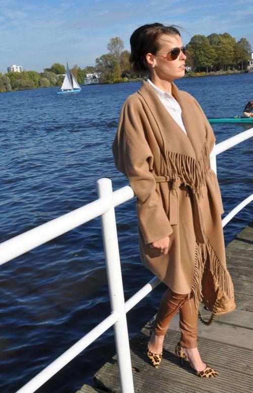 H&M Trend Camel-Mantel, Cape, Fransen, Oversize, Fashionblogger Hamburg