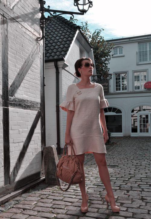 Hamburg fashionblogger, nähblogger, chanel brosche, buffalo pumps