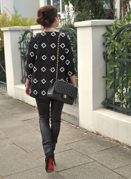 Perlenbestickte Jacke H&M Trend, Winter 2014, Chanel bag