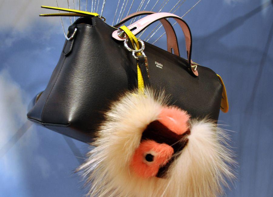 Fendi Tasche mit Taschenanhänger, Monter, Pelz