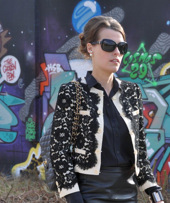 Moschino Kurzjacke, Kastenjacke, Lace, schwarz, weiss,Chanel Sonnenbrille, Sunglases